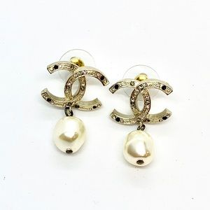 CHANEL Gold Crystal Pearl CC Logo Drop Earrings
